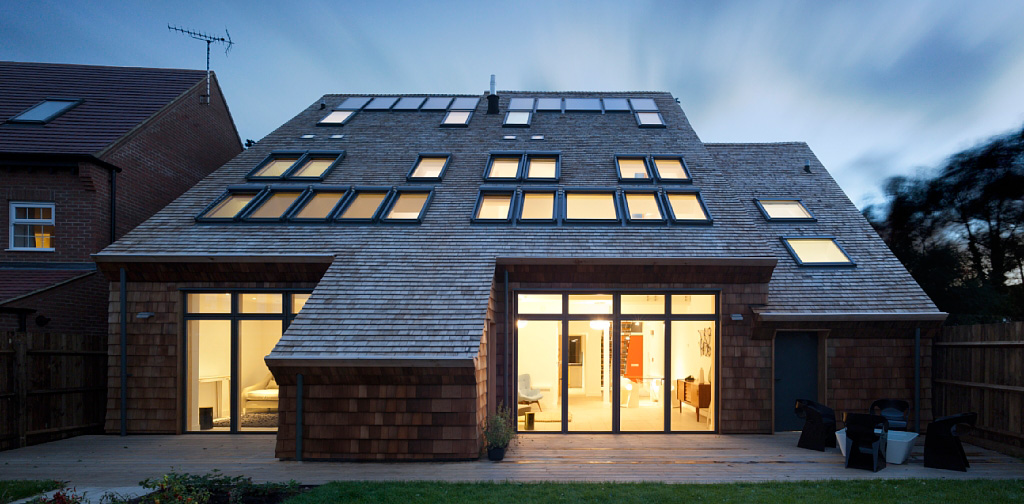 Покривни прозорци, щори и сенници VELUX